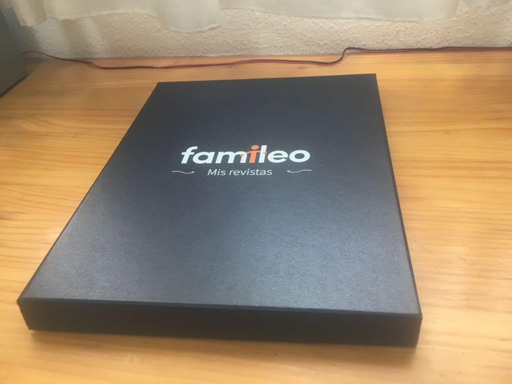 Image of a black box with the Famileo logo