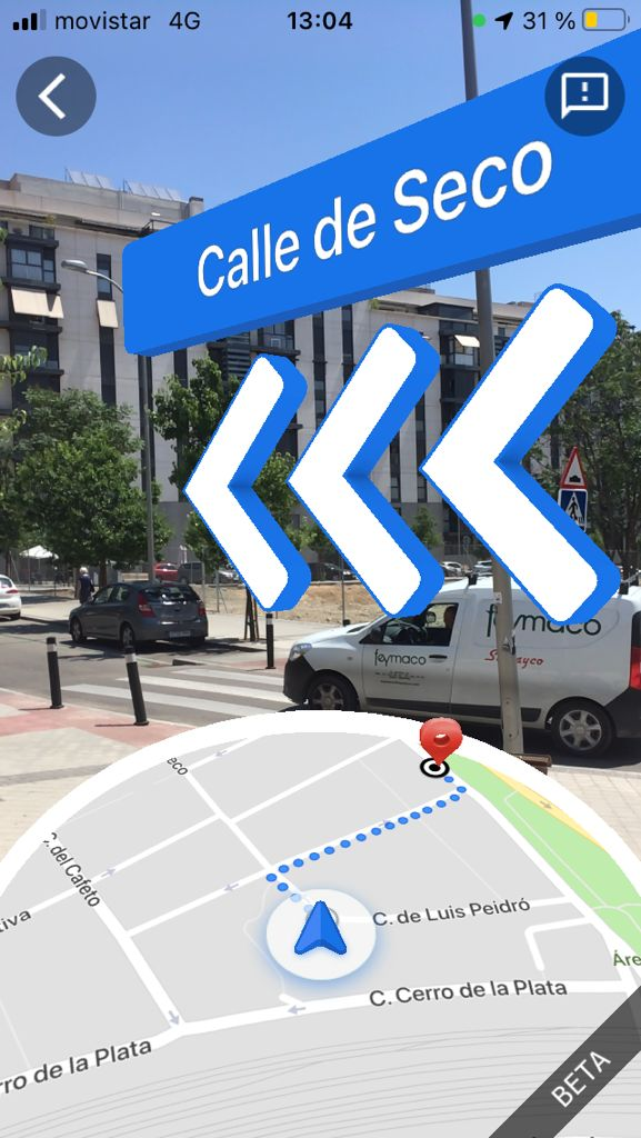Screenshot augmented reality of Google Maps. The standard map is displayed at the bottom and navigation signs on the Seco street image at the top.
